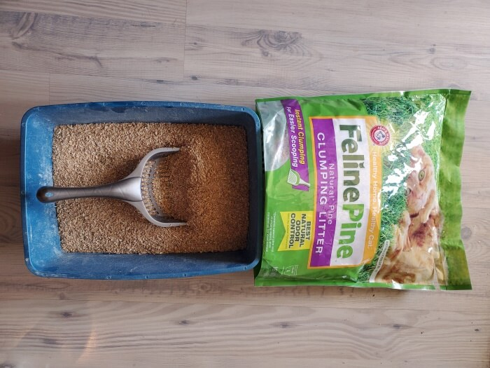 Feline Pine Scoop Clumping Cat Litter (1)
