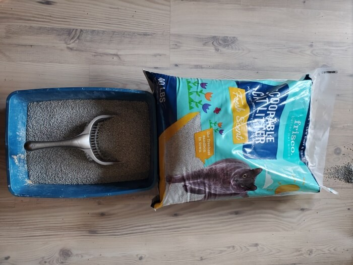 Frisco Fresh Scent Multi-Cat Clumping Cat Litter, 40-lb bag (1)